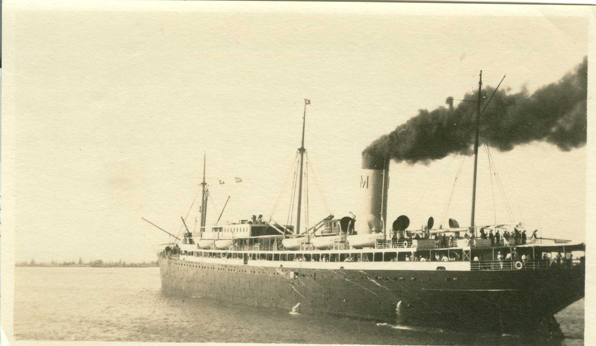 """Fartøybilder fra Agder  D/S """"Matsonia"""", bygget 1913, eier Matson Lines  Baksidetekst: Honolulu havn 1919.  Opprinnelig filreferanse i eDepoet: F0122_Fartøybilder-SMW_090525\MATSONIA HONOLULU HAVN 1919"""