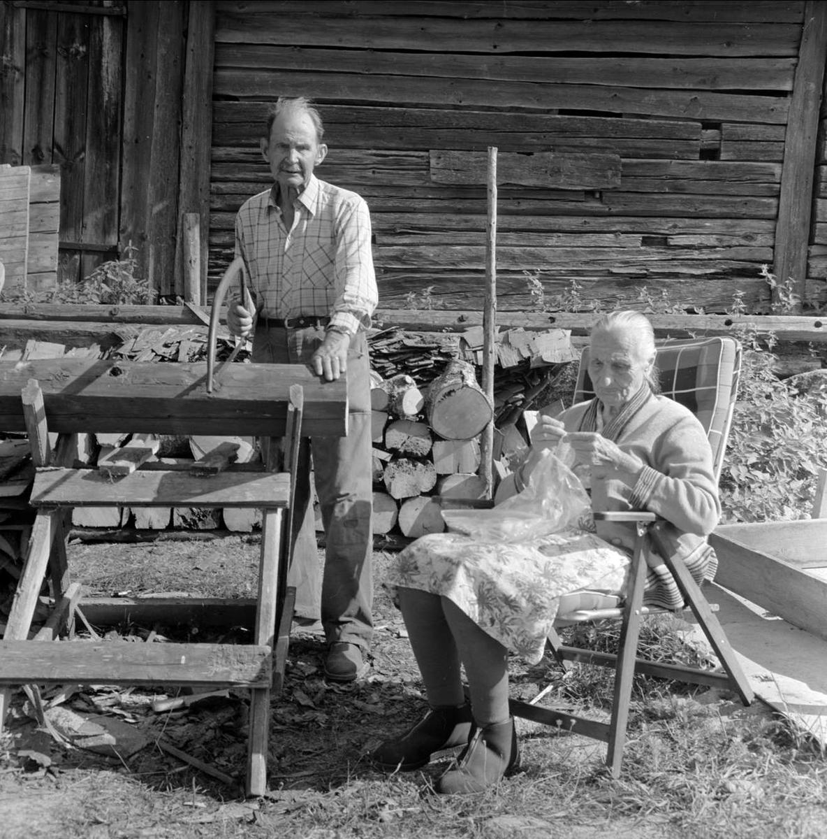 Carl-Arvid Gustavsson och Elin Persson träffas i Sjukarby, Tolfta