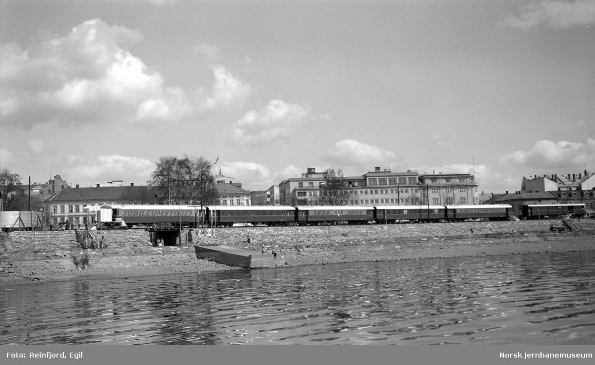 NSBs utstillingstog for 100 års-jubileet på Hamar stasjon