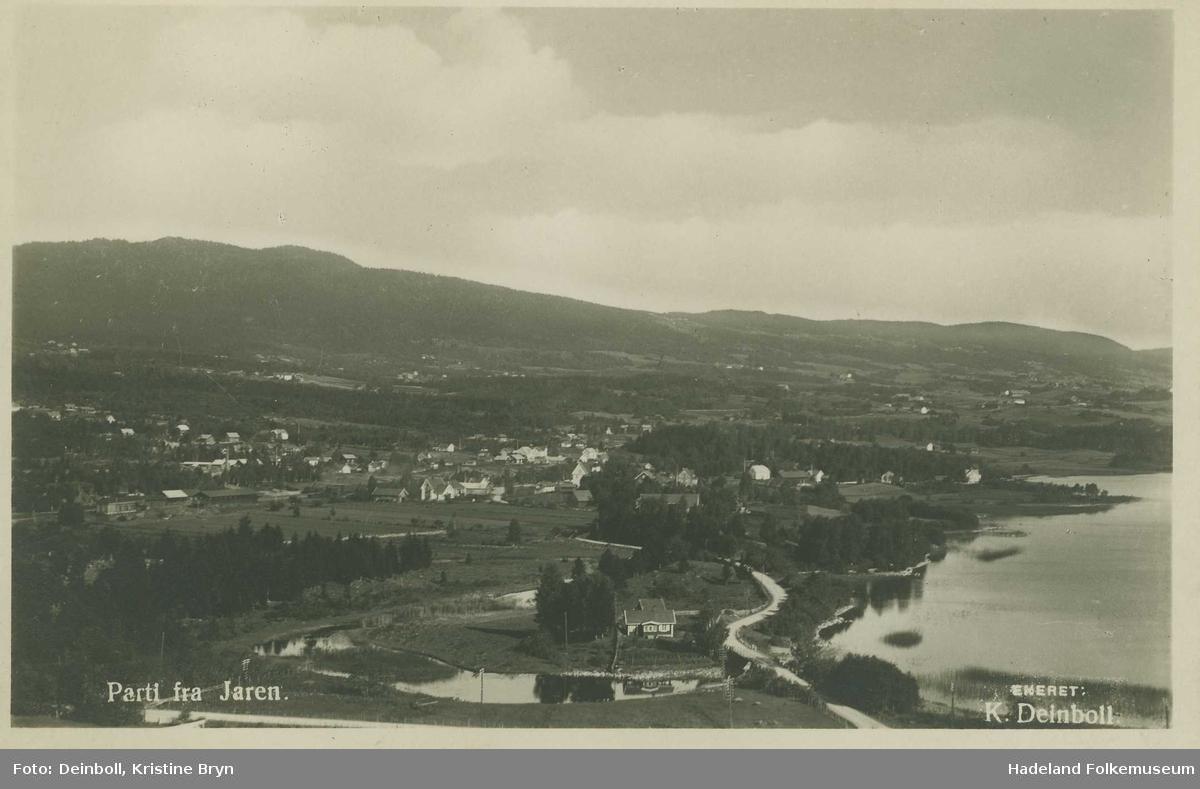 Jaren fotografert fra vest. Med Brobak i forgrunnen, Bnakbygget og jernbanestasjonen midt i bildet.