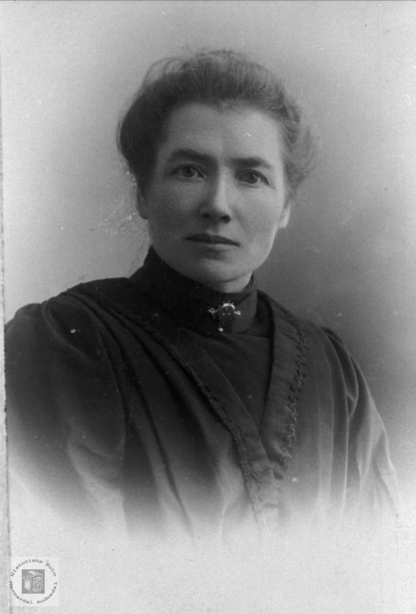 Portrett av Gjertrud Taraldsdtr Foss, Bjelland.