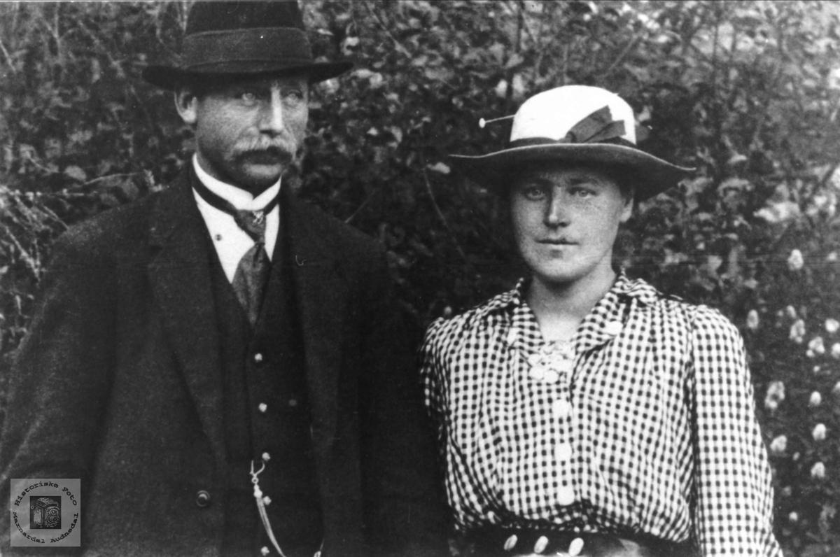 Bryllupsbilde. Peder Jensen Bjørnhom og Torborg Jakobsdtr. Høyland. Laudal Grindheim.