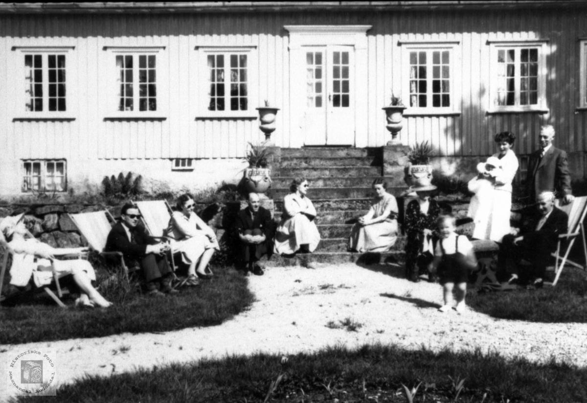 Barnedåp hos familien Tønnessen på Kaddan i Laudal.