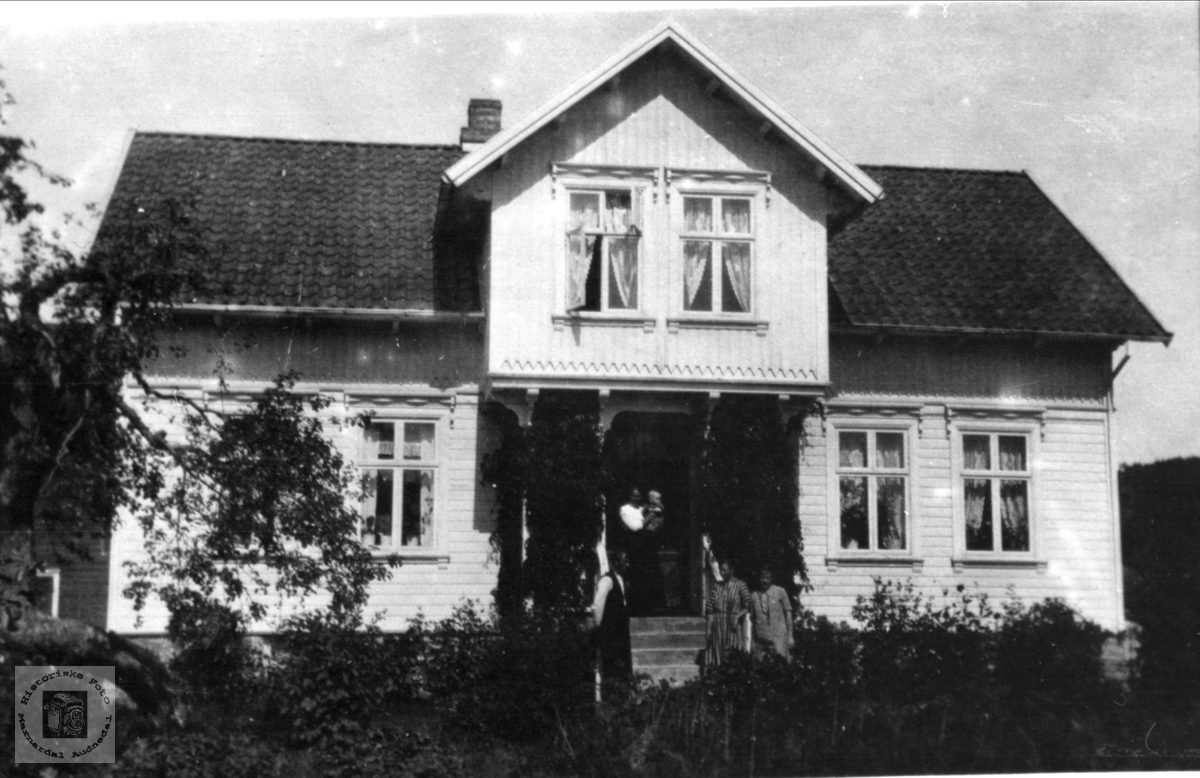 Huset på Høyevollen,  Øyslebø