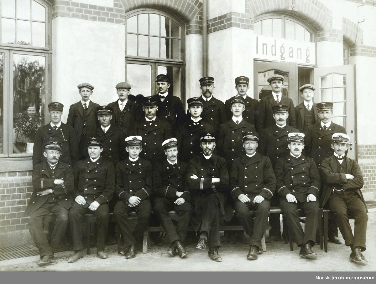 Personalet på Hønefoss stasjon i 1912