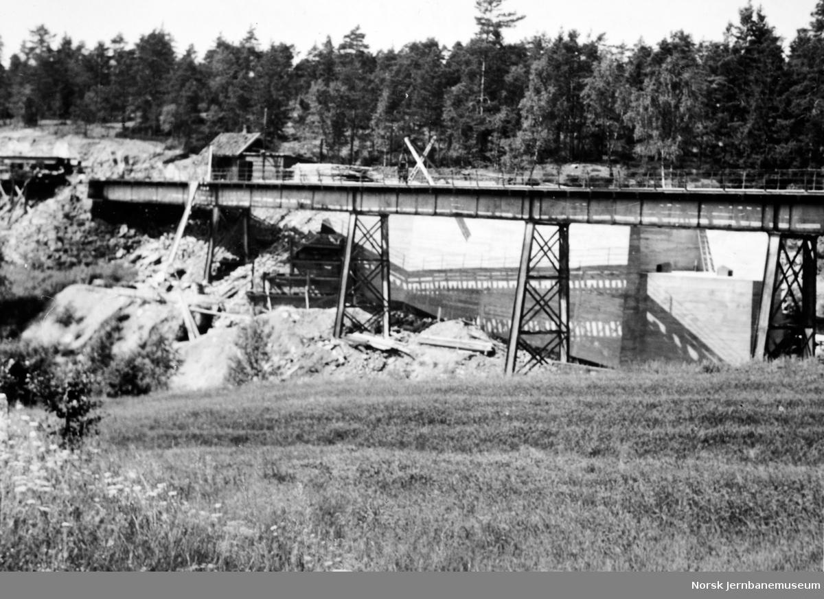 Bygging av ny bru over Styggedalsbekken - gammel bru