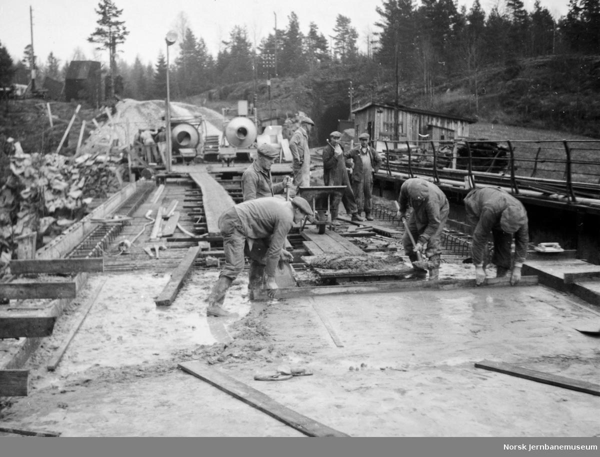 Bygging av ny bru over Styggedalsbekken - avjevning av dekket