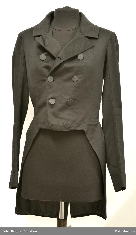 Svart herre jakke, sjakett i bomull med stoff knapper. Liten strørrelse, smal midje.