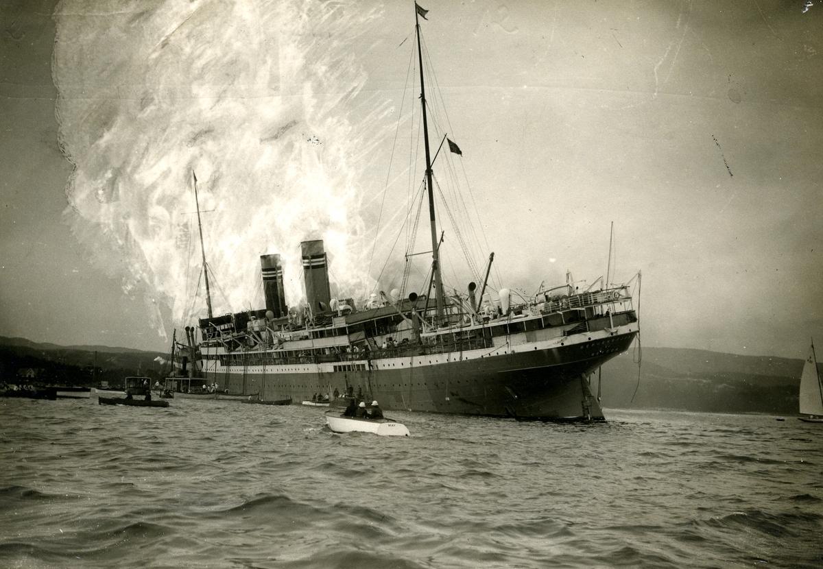 D/S Bergensfjord (b.1913) i brannhavari i Oslo, 1924