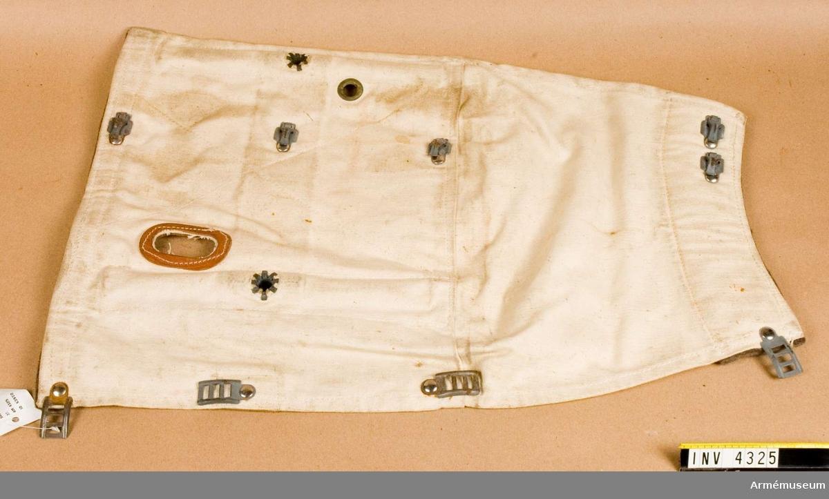 Används under vinterförhållanden. Vid förflyttning (transport) fästes de runt vapnet för att snö och is inte skall tränga in i lådan. Vid skjutning används det som snöstöd.