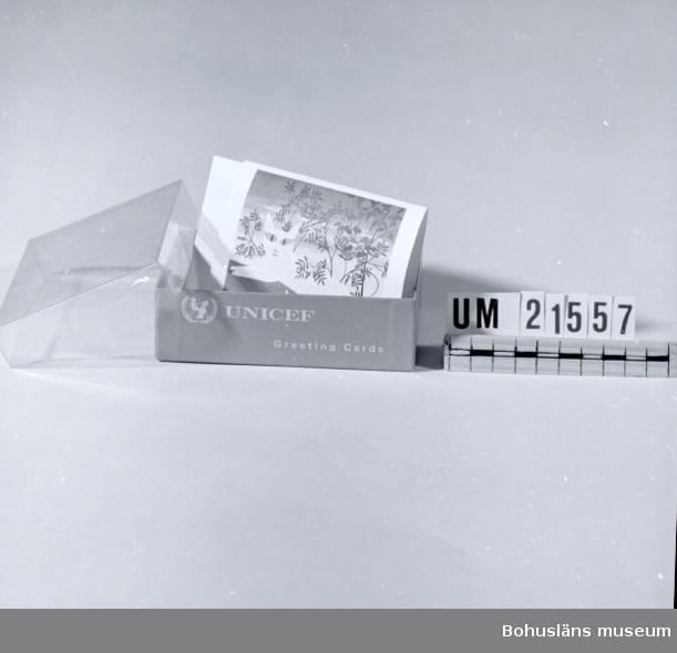 410 Mått/Vikt ! 3,7 CM 594 Landskap BOHUSLÄN  Innehåller gratulationskort med kuvert.  UMFF 31:3.