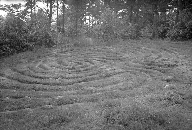 """Enligt AB Flygtrafik Bengtsfors: """"Tanum labyrint Bohuslän"""".            ::"""