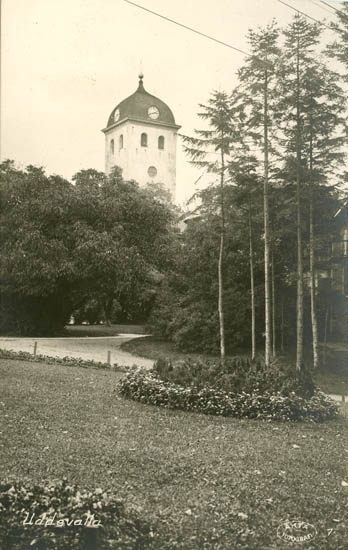 """Tryckt text på bilden: """"Uddevalla.""""    """"Förlag: J. F. Hallmans Bokhandel, Uddevalla."""""""