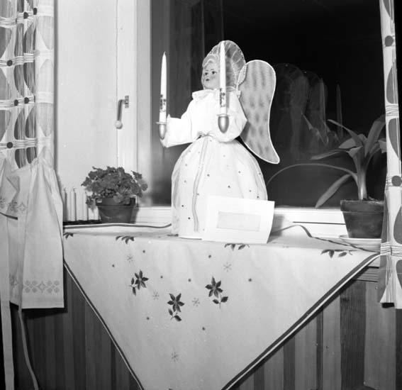 """Enligt notering: """"Småkyrkornas julförsäljning 29/11 -58""""."""