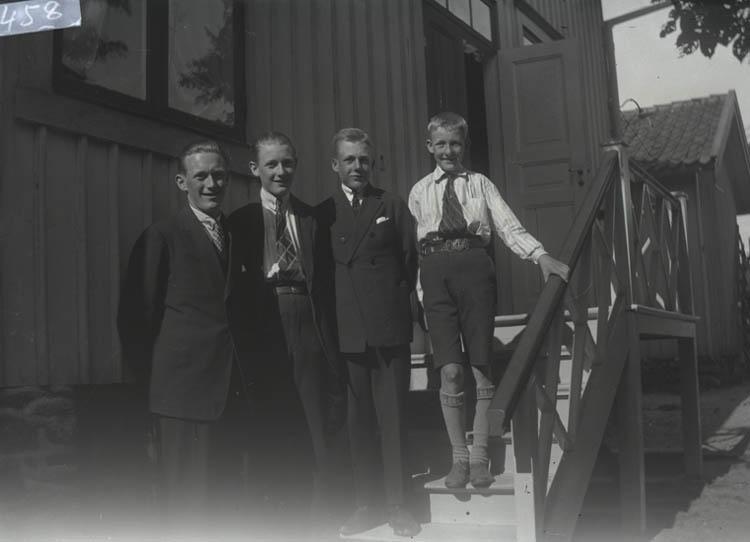 Fyra bröder, slutet på 20-talet.