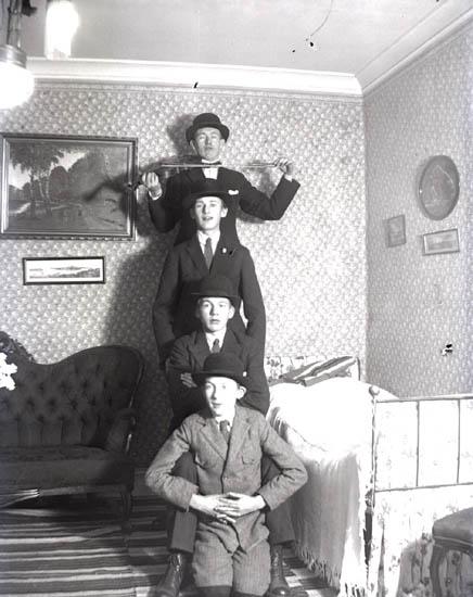 Fyra Bröder på höjden.