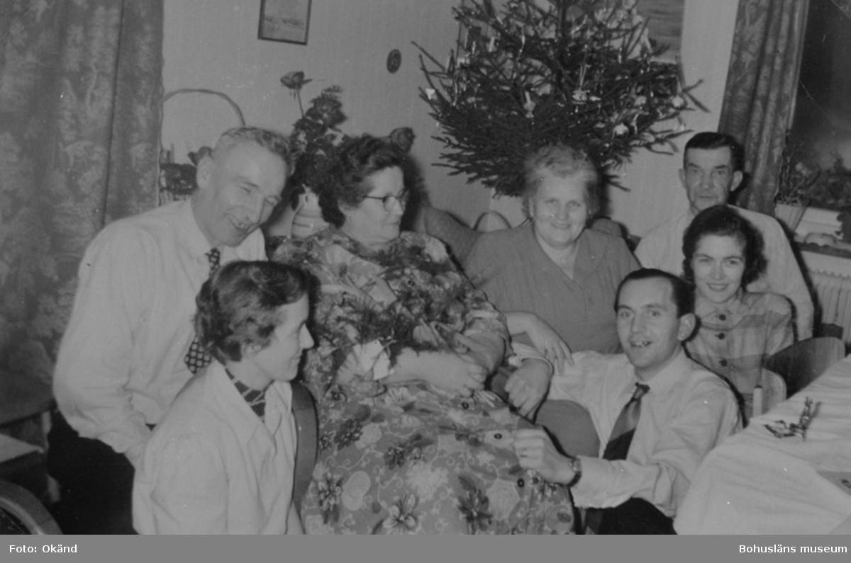 """""""Jul hos fam. Harder 1953 fr. v. Henny Sichtling (f. Harder), Willi och Martha Harder, föräldrarna Sichtling (på besök från Östtyskland), Litti Harder och ? Sichtling, Hans och herta Busch var inbjudna."""""""