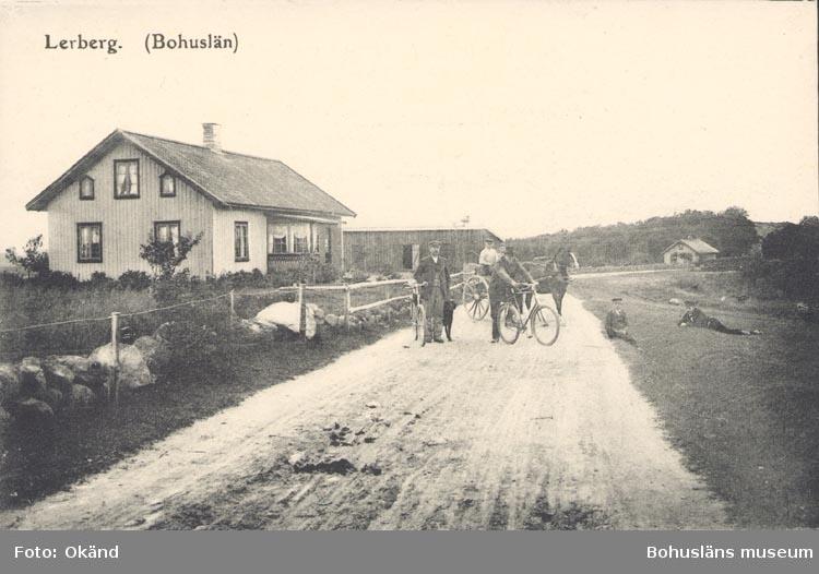 """Tryckt text på kortet: """"Lerberg. (Bohuslän)"""". """"F. L. Schewenius förlag, Munkedal""""."""