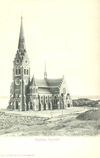 "Tryckt text på kortet: ""Kyrkan, Lysekil"". ""Albert Wallins Bokhandel""."