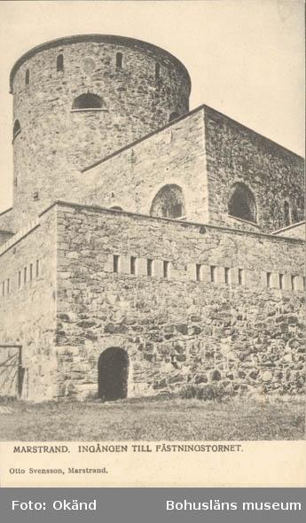 """Tryckt text på kortet: """"Marstrand. Ingången till fästningstornet."""" """"Otto Svensson, Marstrand."""""""