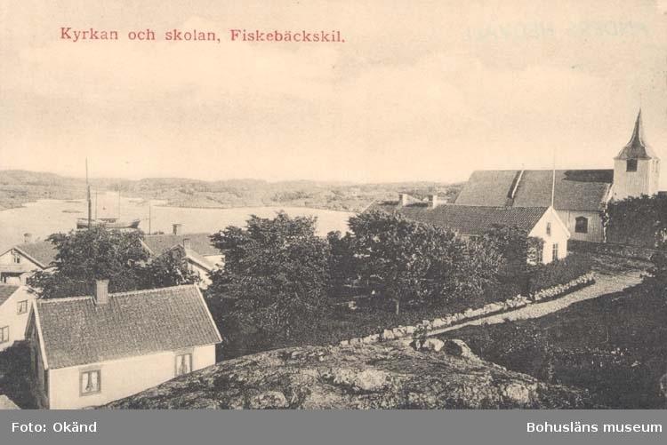 """Tryckt på kortet: """"Kyrkan och skolan, Fiskebäckskil."""""""