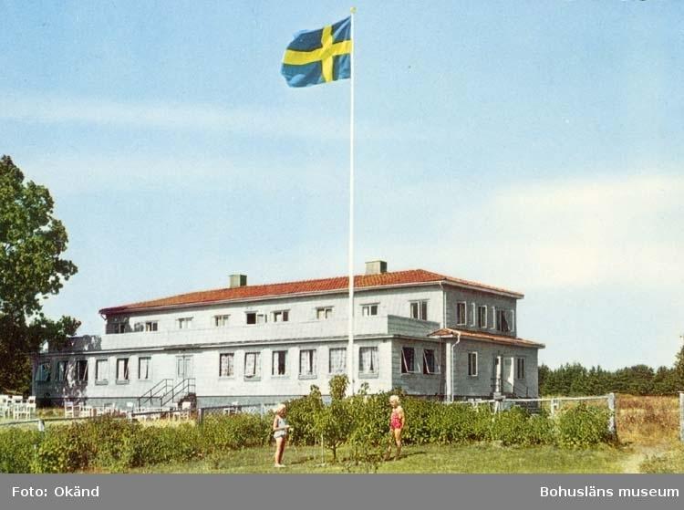 "Tryckt text på kortet: ""Nordkoster."" ""Förslag: Firman H. Lindenhag, Göteborg."""