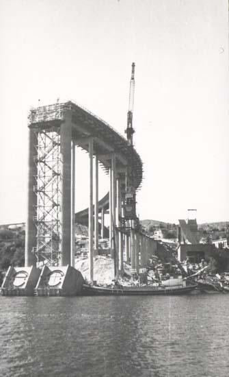 """Noterat på kortet: """"Tjörnbron (Fästet på Almö)."""" """"27.8.58."""""""