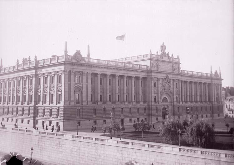 """Enligt text som medföljde bilden: """"Riksdagshuset Stockholm. Okt 08""""."""
