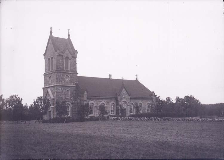 """Enligt text som medföljde bilden: """"Brastad. Brastads kyrka 15/9 1901."""""""