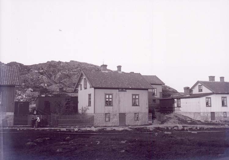 """Enligt text som medföljde bilden: """"Lysekil, Alb.Holmbergs hus 22/9 1901""""."""