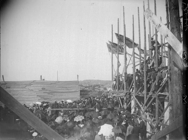 """""""Lysekil. Festligheterna vid inläggningen af documenten i den nya kyrkan 18 juli 1899"""""""