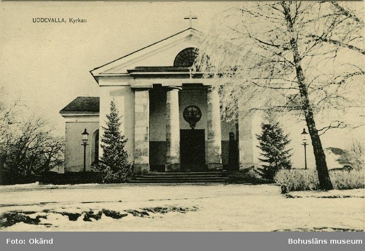 """Tryckt text på vykortets framsida: """"Uddevalla, Kyrkan."""""""
