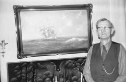 """Enligt fotografens notering: """"Skeppare Konrad Berntsson Hunn"""
