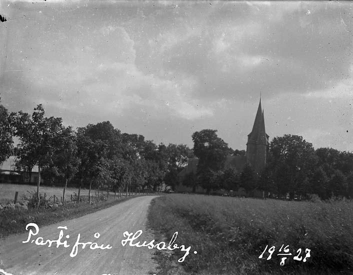 """Enligt text på fotot: """"Parti från Husaby. 16/8 1927""""."""