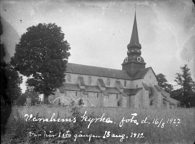 """Enligt text på fotot: """"Varnhems kyrka, foto 16/8 1927. Var här 1sta gången 18 aug 1912""""."""