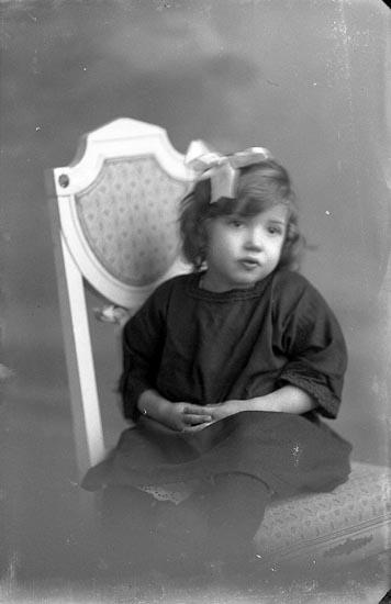 "Enligt fotografens journal Lyckorna 1909-1918: ""Karlsson, Nils Resteröds skolhus""."