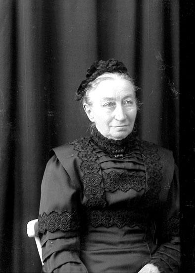 """Enligt fotografens journal Lyckorna 1909-1918 : """"Stoltze, Fru Ljungskile""""."""