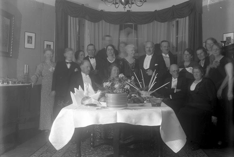 """Enligt fotografens journal nr 6 1930-1943: """"Fredborg, Fru Vendela 50 års dag Gbg""""."""