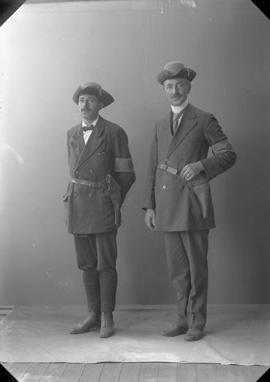 "Enligt fotografens journal nr 2 1909-1915: ""Forshell Herr Gustaf, Bäck Lödöse, Landstormen""."