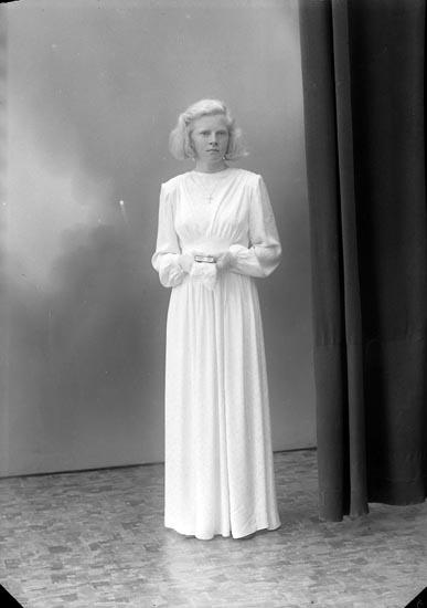 "Enligt fotografens journal nr 7 1944-1950: ""Eriksson, Alva Lasseröd Stenungsund""."