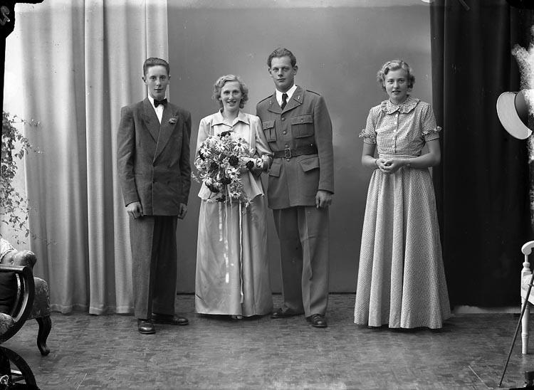 """Enligt fotografens journal nr 8 1951-1957: """"Andersson, Herr Sigurd, Bergalund, Svanesund""""."""