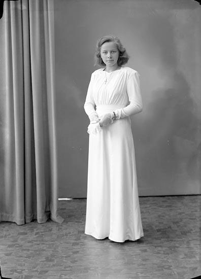 """Enligt fotografens journal 7 1944-1950: """"Odengard, Stina Stenlyckan Ödsmål""""."""