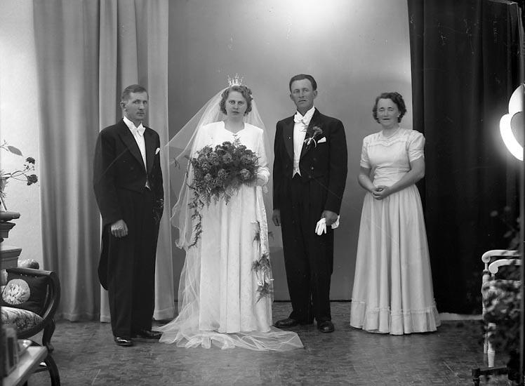 "Enligt fotografens journal nr 8 1951-1957: ""Berntsson, Herr Gunnar, Käderöd, Svenshögen""."