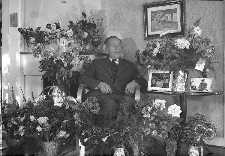 "Enligt fotografens journal nr 8 1951-1957: ""Brant, Herr Frans 50årsdag Stenungsund""."