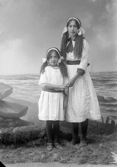 """Enligt fotografens journal nr 3 1916-1917: """"Johansson, Linnéa Tveten, Spekeröd""""."""