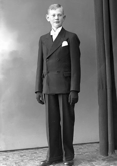 """Enligt fotografens journal nr 6 1930-1943: """"Andreasson, Harry Bräcke, Ödsmål""""."""