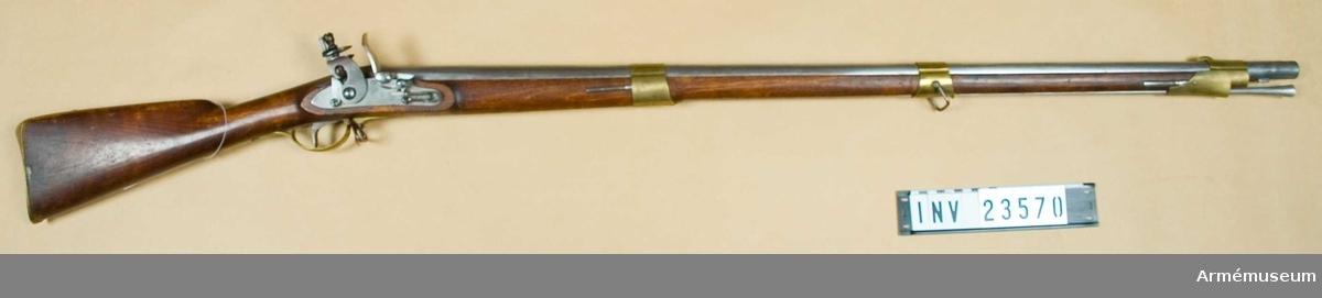 Samhörande nr är 23570-71, gevär, bajonett. Grupp E II b. Jfr AM 23567.