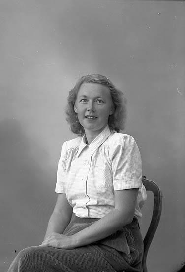 "Enligt fotografens journal nr 7 1944-1950: ""Löfgren, Fru Sigrid Ödsmål"". Enligt fotografens notering: ""Fru Sigbritt Löfgren Ödsmål""."