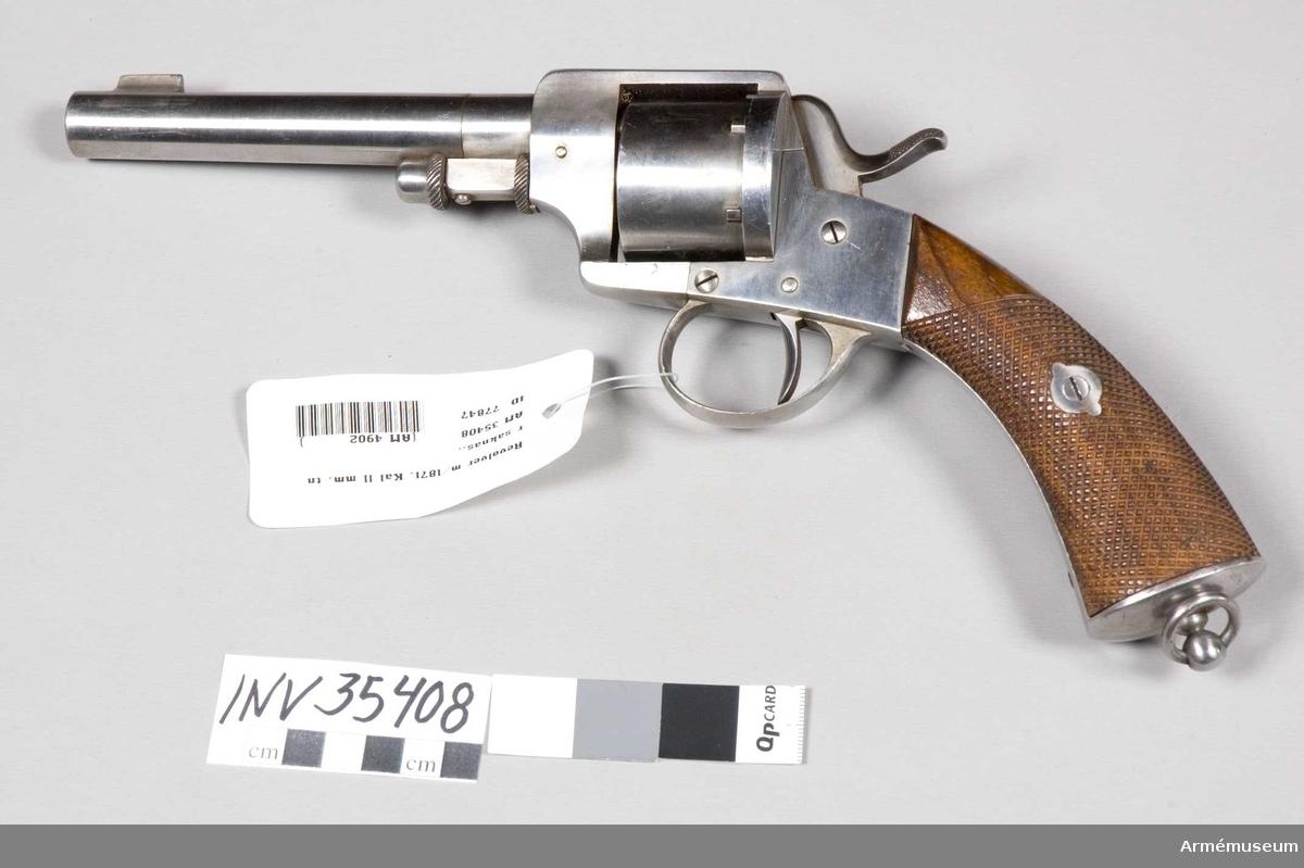 """Grupp E III e. 11 mm revolver m/1871 för den svenska armén. Revolvern saknar tillverkningsnummer och har fabriksstämpeln """"A: Francotte à Liège"""" inslagen på ramens H sida i stället för på pipans översida. Se i övrigt AM 35422."""