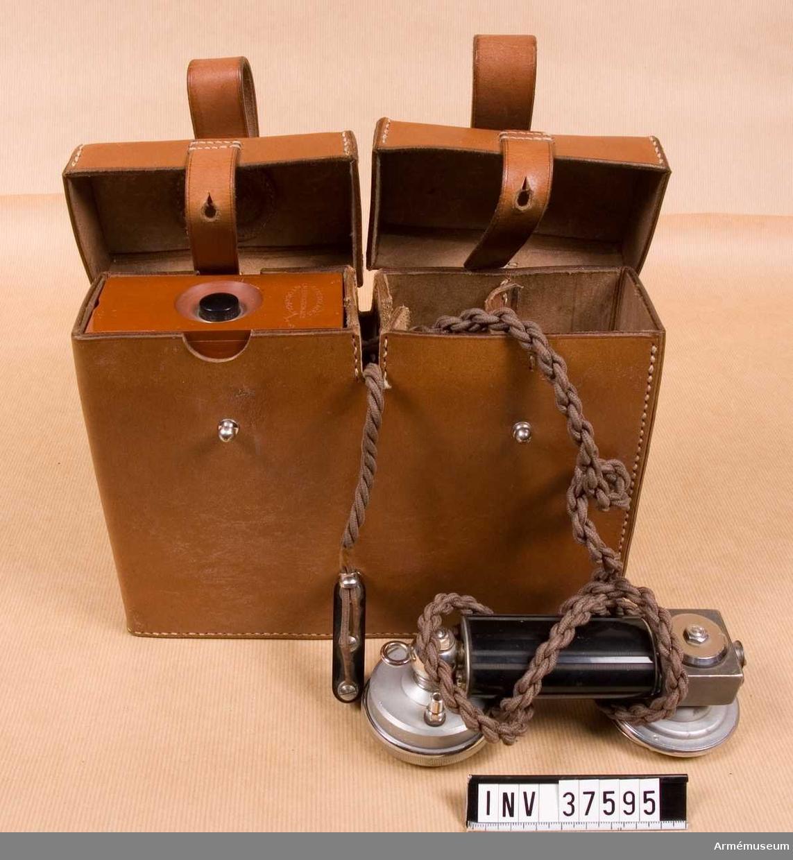 Grupp H I.   Samhörande nr AM.037595-AM.037596, telefonapparat, väska.
